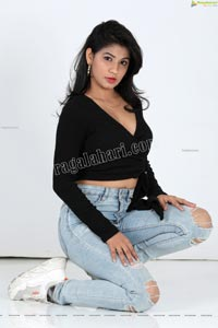 Sheetal Bhatt in Black Twisted Style Knit Crop Top