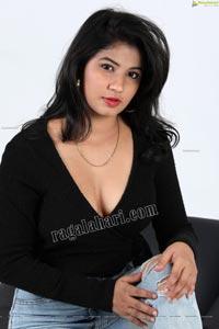 Sheetal Bhatt in Black Twisted Style Knit Crop Top