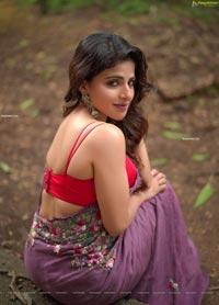 Iswarya Menon in Fuchsia Designer Saree