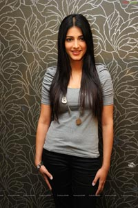 Shruthi Haasan at 7th Sense Success Meet