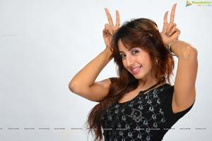 Nenem Chinnapillanaa Sanjana Photos