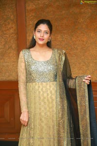 Behura Deepali Sutraa Fashion Exhibition