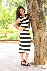 Durga Gade in Kalakarudu Movie