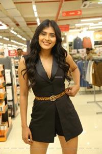 Hebah Patel at Brand Factory Press Meet