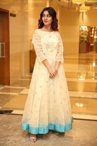 Insha Iqbal at Sutraa Curtain Raiser
