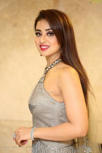Musskan Sethi at Ragala 24 Gantallo Pre-Release