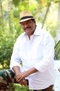 Dr Rajendra Prasad in Tholu Bommalata