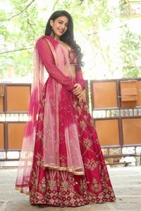 Daksha Nagarkar at Malabar Gold & Diamonds Jewellery Show
