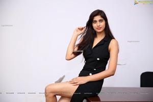 Naziya Khan at Hi-Life Fashion Show & Curtain Raiser