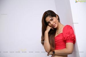 Nikita Tanwani at Sutraa Grand Curtain Raiser