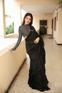 Pooja Thakur at Sutraa Grand Curtain Raiser