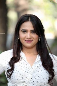 Preyasi Jiggar in White Polka Dots Knot Front Shirt