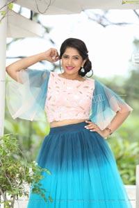VJ Jaanu in Bell Sleeves Pink Crop Top