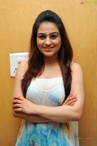 Aksha Pardasany at Varna Audio Release