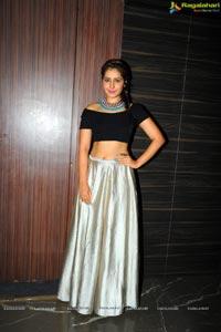 Rashi Khanna Joru