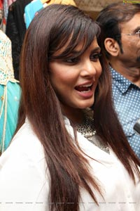 Neetu Chandra Photos