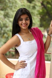 Yamini Bhaskar HD Photos