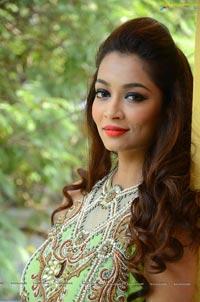 Rraxshmi Thakur