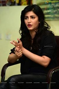 Shruti Haasan in Black Drees