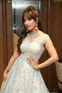 Angela Krislinzki HD Photos