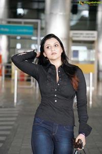 Mannara Chopra at Hyderabad Airport