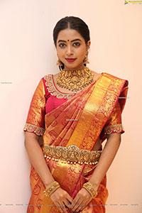 Sheetal in Traditional Jewellery