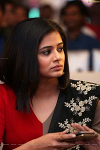 Priyamani HD Photos