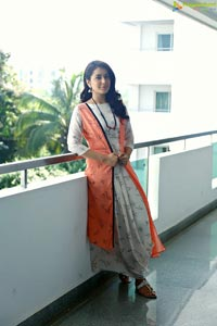 Raashi Khanna Tamil Actress