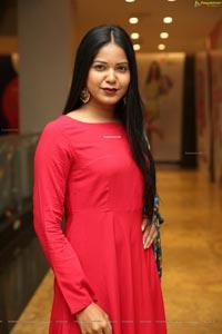 Debbie at Dhaaga Trends