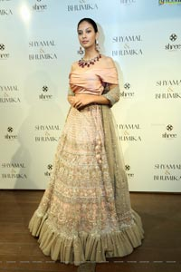 Sakshi at Shyamal & Bhumika Flagship Store Launch