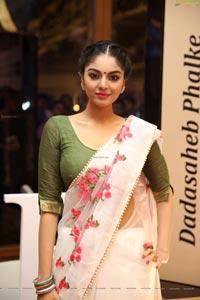 Sanam Shetty at Dadasaheb Phalke Awards 2019