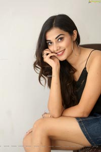 Stefy Patel at Ninnu Thalachi Movie Interview