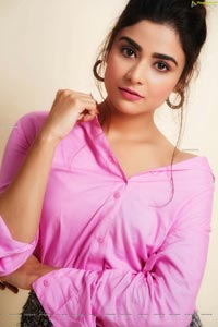 Priyanka Sharma HD Photos