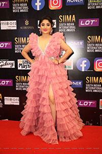 Karunya Ram at SIIMA Awards 2021