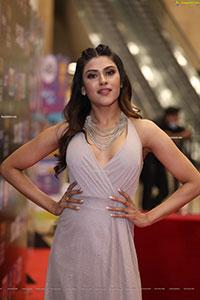 Naira Shah at SIIMA Awards 2021
