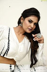 Neha Deshpande at Peep Show Press Meet