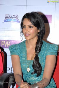 Priya Anand English Vinglish