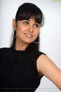 Nisha Kothari in Criminals - High Definition Photos