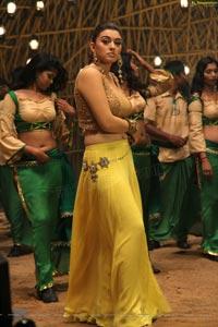 Hansika in Theeya Velai Seiyyanum Kumaru
